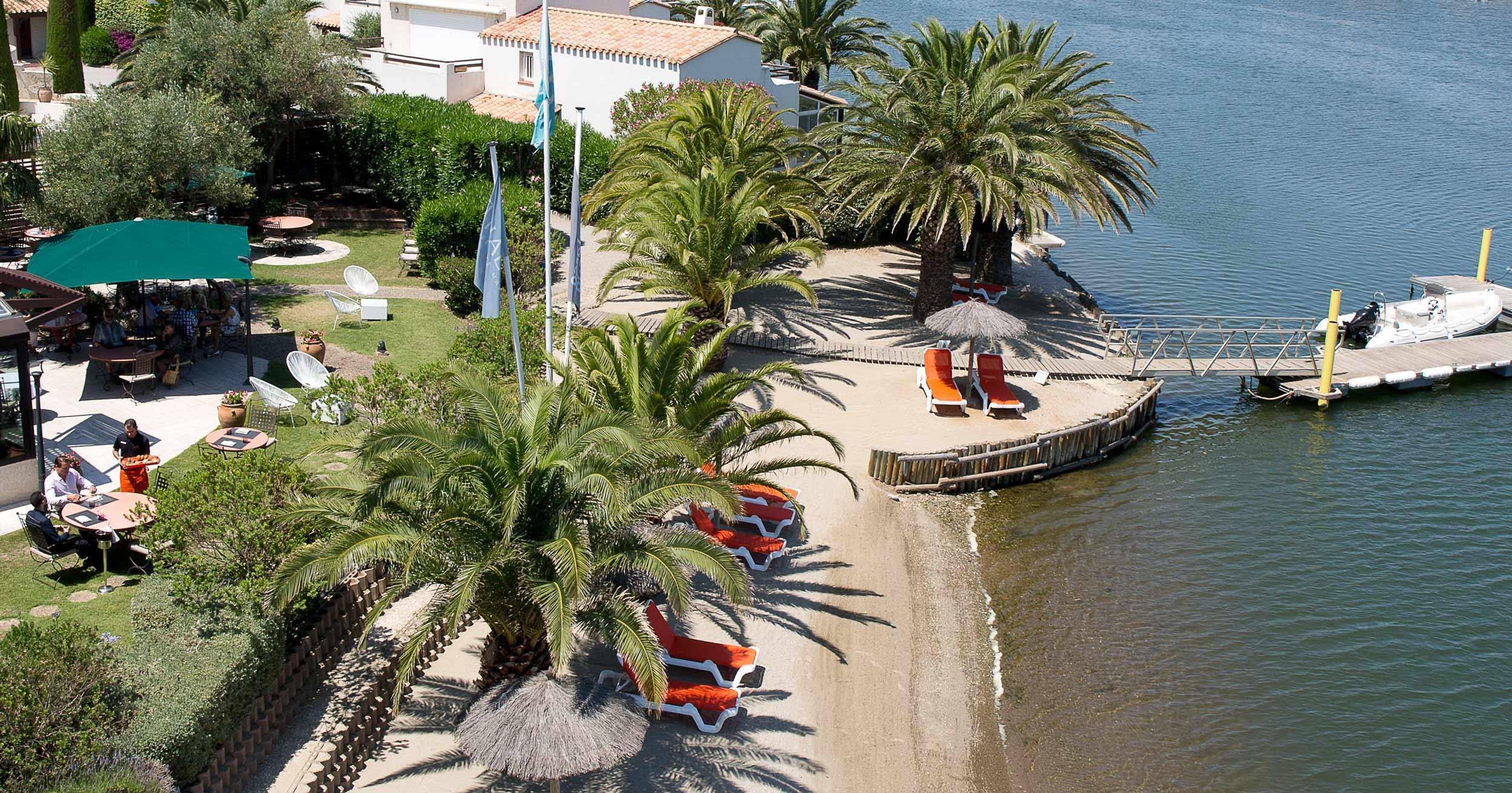 Le restaurant L'Almandin, 1 étoile au guide Michelin, au bord de la lagune de Saint-Cyprien
