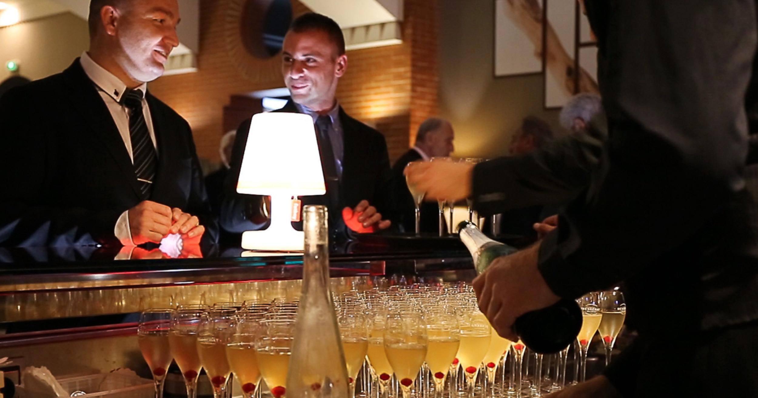 Le bar à cocktails de L'Almandin à Saint-Cyprien