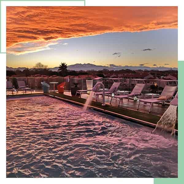 Un coucher de soleil sur le toit terrasse de la thalasso de L'Almandin