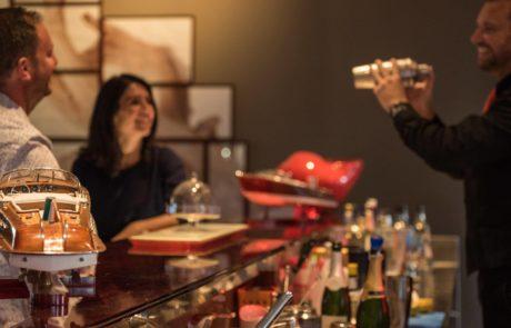 Un cocktail au bar du restaurant L'Almandin