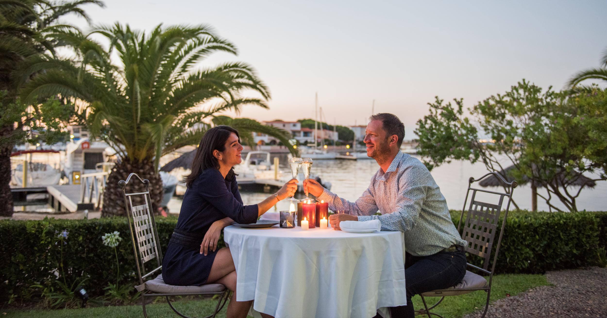 Un repas au bord de l'eau au restaurant 1 étoile L'Almandin à Saint-Cyprien