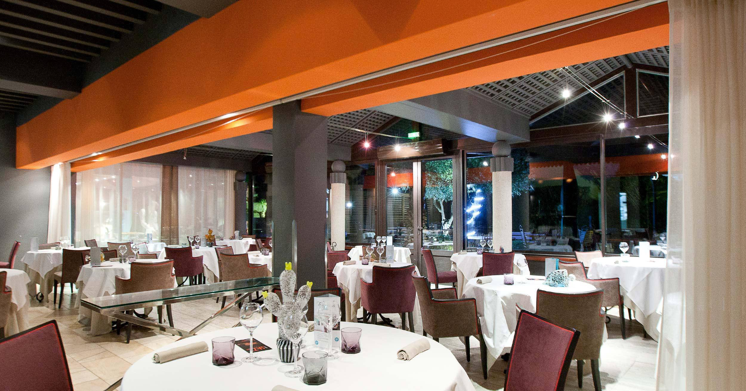 La salle du restaurant étoilé de L'Almandin à Saint-Cyprien